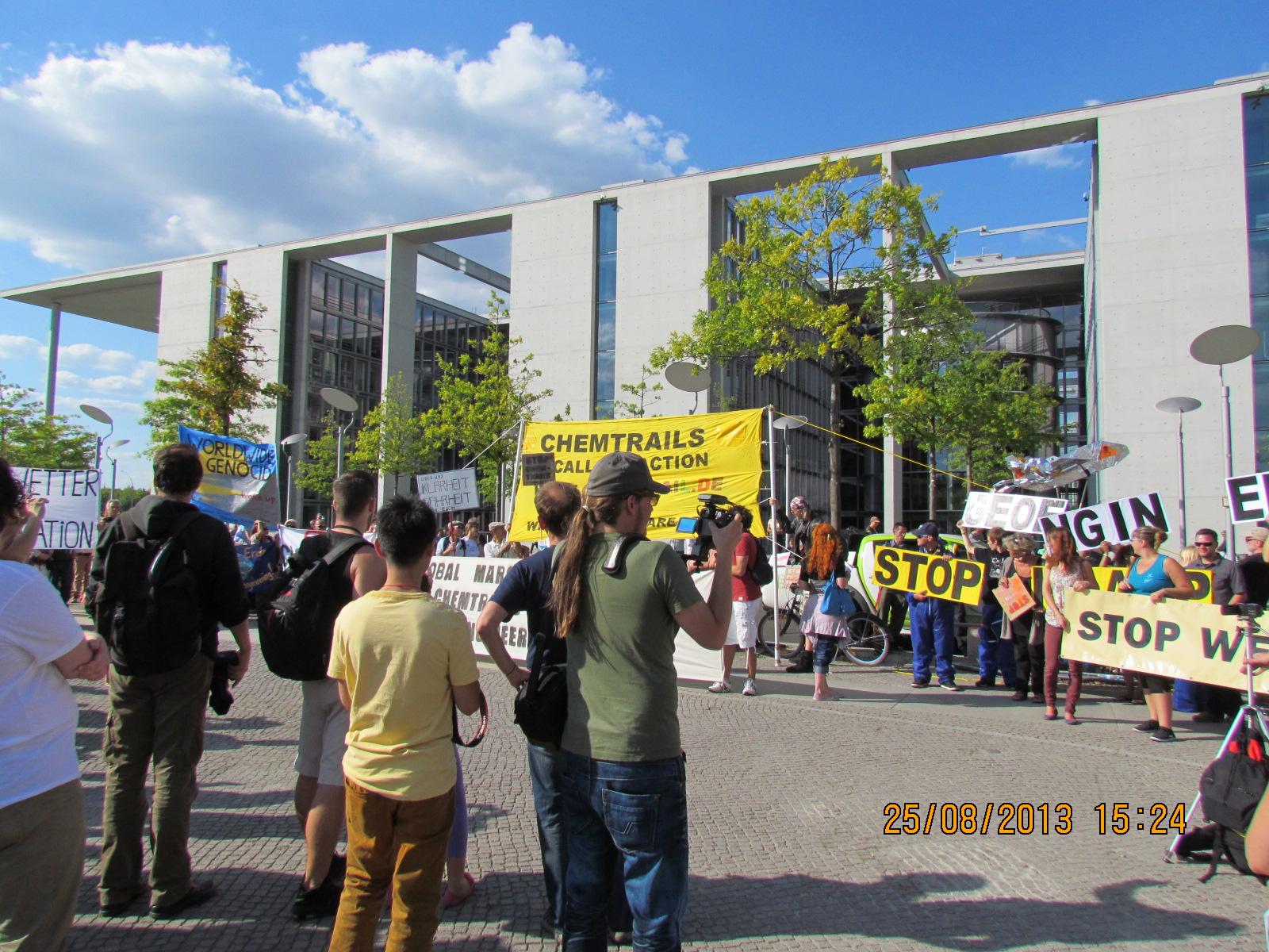 45-reichstag-vorplatz